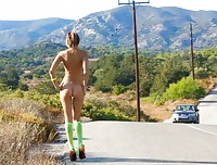 Watch4Beauty: Maria walks naked by the road