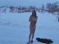 Nikki Sims - Im freezy - Naked in the Snow