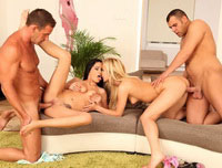 Aida Sweet, Kelly White in Double Licks