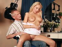 Old hairdresser fucks a young pussy